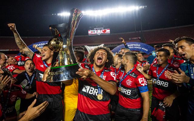 """""""Podem ir mais longe"""", Ídolo do Flamengo vê elenco atual com chances de superar geração de 80"""