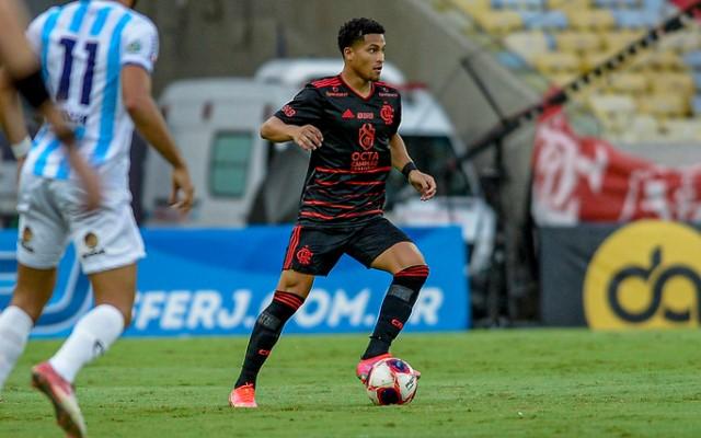 """""""Rei do quase"""", João Gomes brinca ansiedade pelo primeiro gol pelo profissional"""