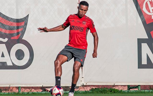 Destaque no Sub-20, Lázaro aguarda oportunidade no profissional contra o ABC