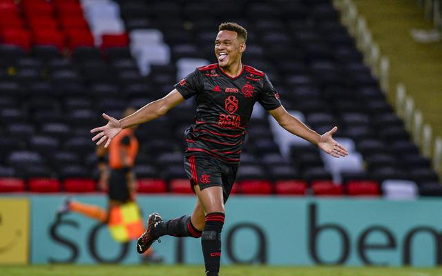 Rodrigo Muniz marca duas vezes, e Flamengo vence o Macaé sem dificuldades pelo Campeonato Carioca