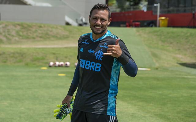 Sem lesão, Diego Alves se reapresenta normalmente no Flamengo