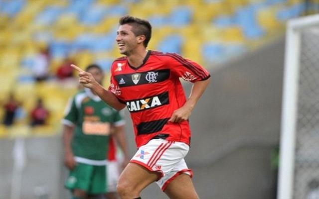 Ex-Flamengo, Lucas Mugni tem nome regularizado no BID e pode reencontrar clube no returno do Brasileirão