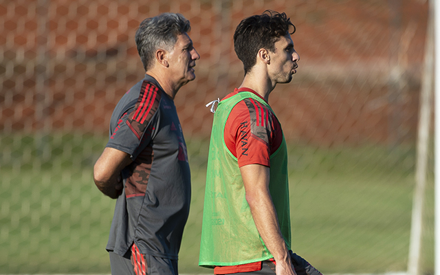 Rodrigo Caio não treina com o grupo e segue como desfalque no Flamengo