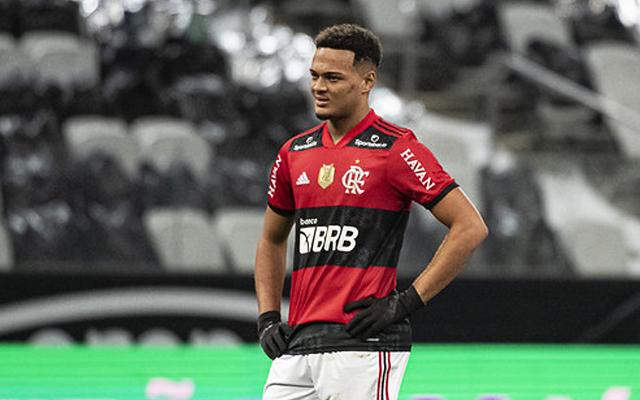 Clubes ingleses disputam Rodrigo Muniz, Flamengo tenta definir futuro do atacante