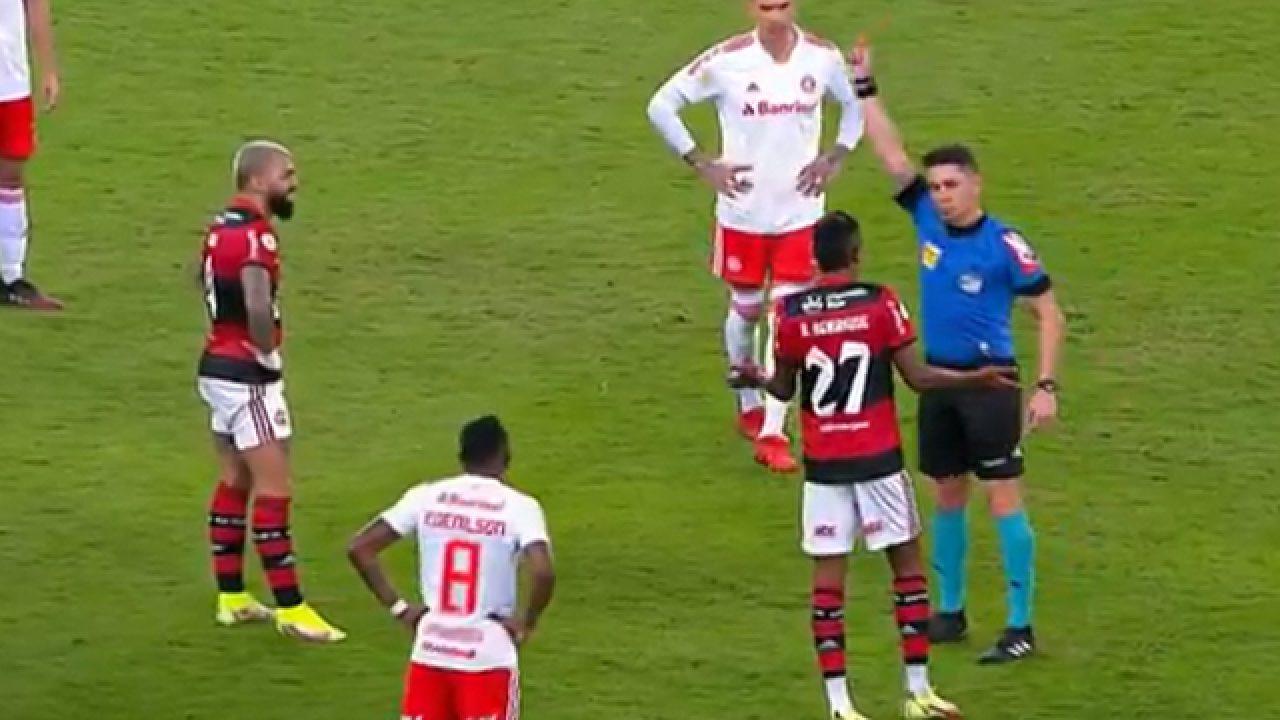 Gabriel atacante de muitos gols e muitos cartões nos jogos.