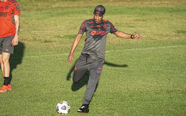 Com retrospecto positivo, Marcelo Salles volta a comandar o Flamengo